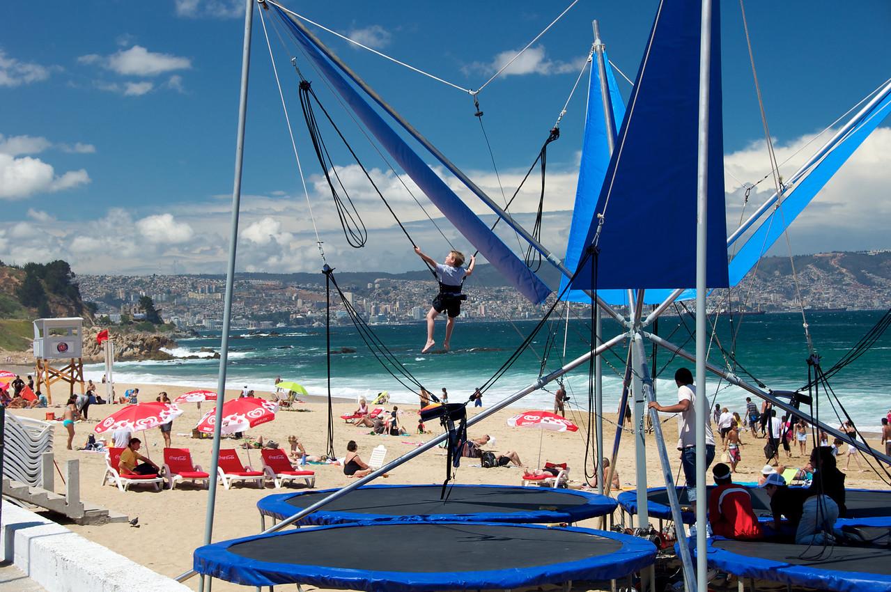 Beach Entertainment2011-01-0400-12-20