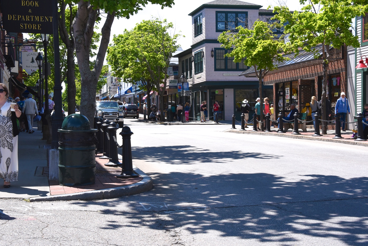 Lots of Shopping In Bar Harbor    Economy Depends on Tourists