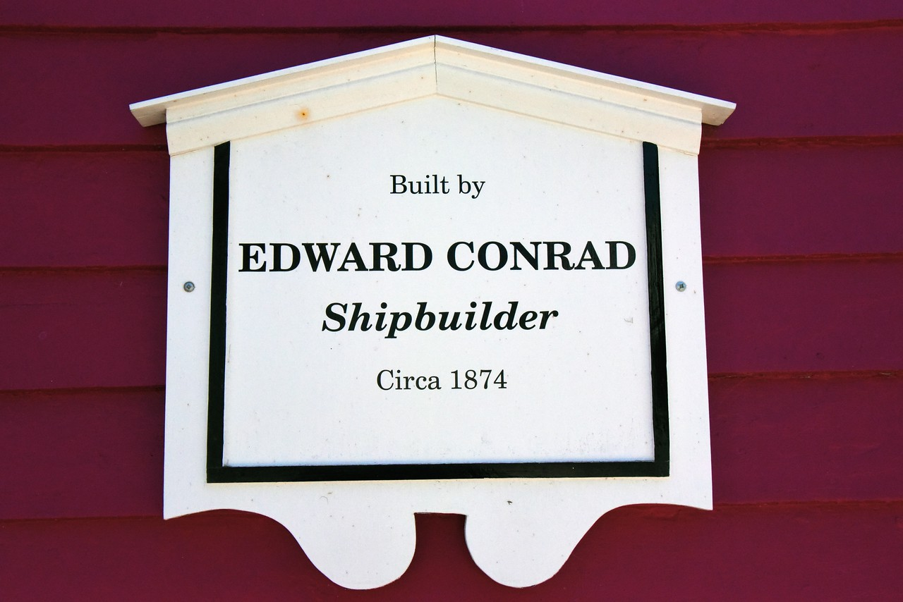 Example of Signs on Houses in Lunenburg