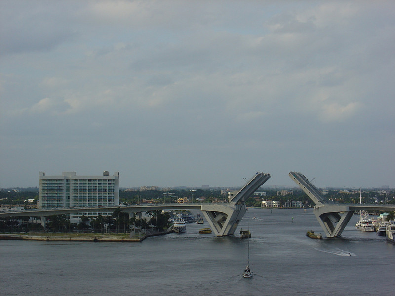 The hotel we stayed at on Saturday night can be seen just to the left of the 17th Street draw bridge.