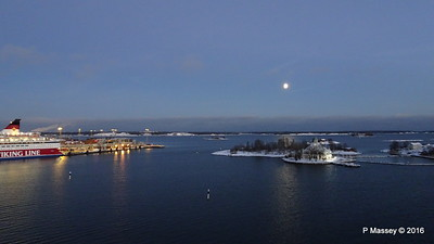 GABRIELLA Moon Over South Harbour Entrance Helsinki PDM 11-11-2016 16-35-24