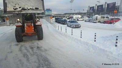 Helsinki Airport Arrivals Snow PDM 11-11-2016 13-01-09