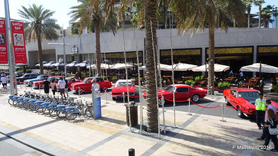 Emirates Classic Car Festival Downtown Dubai PDM 25-03-2016 14-36-00