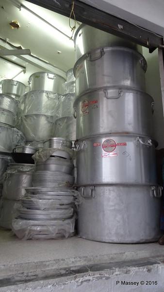 Muttrah Souk Large Pots Muscat PDM 20-03-2016 17-46-28