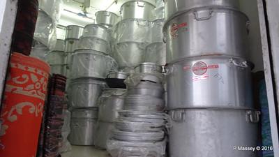 Muttrah Souk Large Pots Muscat PDM 20-03-2016 17-46-31