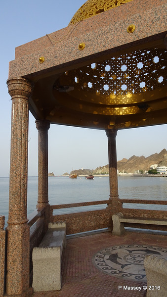 Corniche Pagoda Muttrah Muscat PDM 20-03-2016 17-07-05