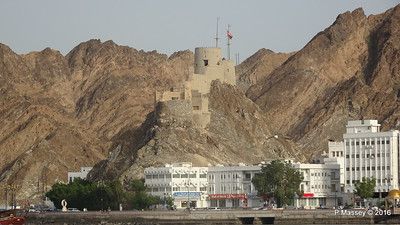 Fortification above Muttrah Muscat PDM 20-03-2016 16-54-58