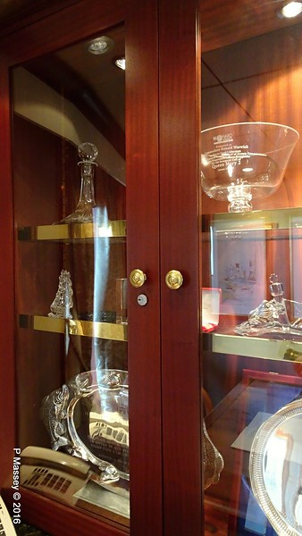 Inaugural Visit Gifts Atlantic Room Deck 11 Fwd QUEEN MARY 2 16-07-2016 15-46-30