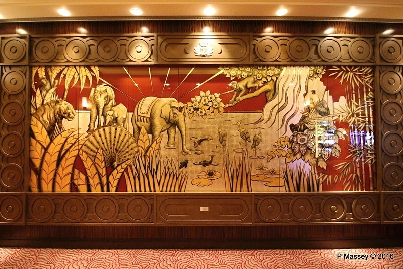 Asia Verre Eglomisé Deck 2 Grand Lobby Fwd QM2 16-07-2016 09-55-25