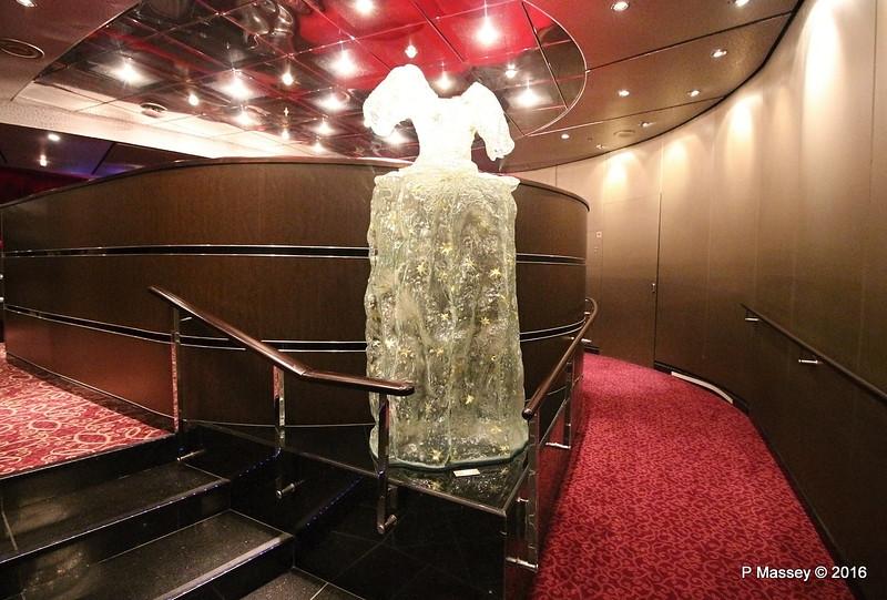 Stars Glass Dress Sculpture Patula Berm QUEEN MARY 2 16-07-2016 11-11-46