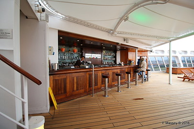 Terrace Pool Bar Deck 8 aft QM2 15-07-2016 17-53-26