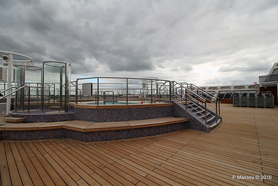 Terrace Pool Deck 8 Aft QM2 15-07-2016 17-53-51