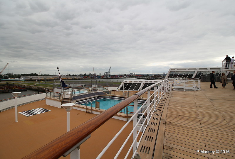 Minnows Pool Childrens Play Area from Deck 7 Aft QM2 15-07-2016 17-16-10