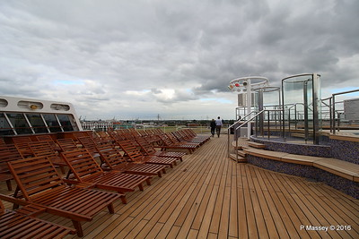 Terrace Pool Deck 8 Aft QM2 15-07-2016 17-53-49