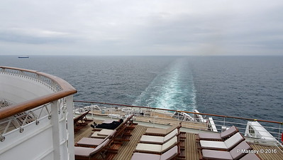 Wake Over Grills Terrace from Deck 12 Aft QUEEN MARY 2 PDM 16-07-2016 15-32-09