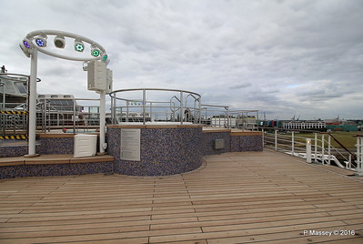 Terrace Pool Deck 8 Aft QM2 15-07-2016 17-56-04