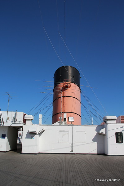 Central Funnel Sports Deck QUEEN MARY Long Beach 19-04-2017 16-31-11