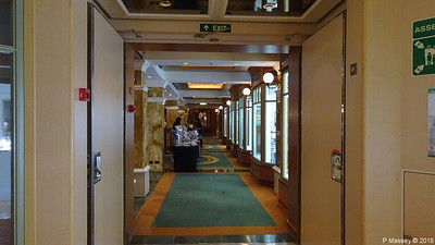 Hallway Royal Arcade Shops Midships Deck 3 Stb QUEEN VICTORIA PDM 05-01-2018 22-07-11