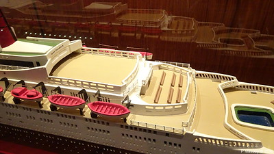 QUEEN ELIZABETH 2 Model not II donated Princess Cruises Commodore Club QUEEN VICTORIA PDM 06-01-2018 16-06-51