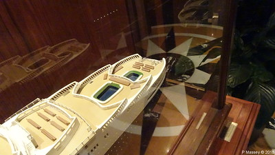 QUEEN ELIZABETH 2 Model not II donated Princess Cruises Commodore Club QUEEN VICTORIA PDM 06-01-2018 16-06-33
