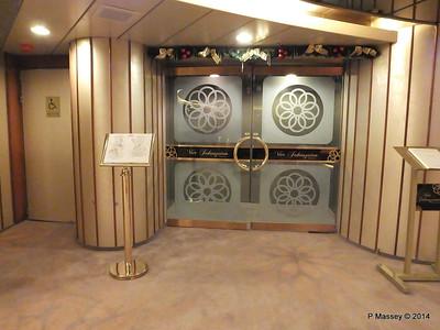 Four Seasons Restaurant Entrance Lobby ARTANIA PDM 16-12-2014 06-06-39