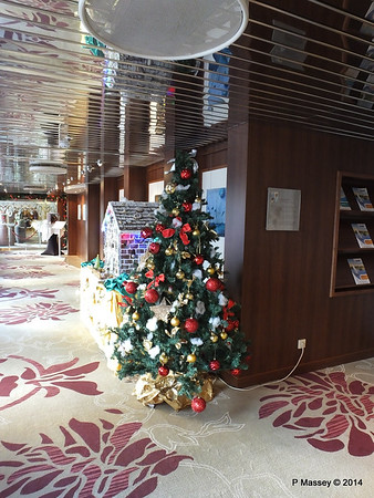 Christmas Tree Hallway Future Cruise Sales to Artania Restaurant PDM 15-12-2014 09-52-040