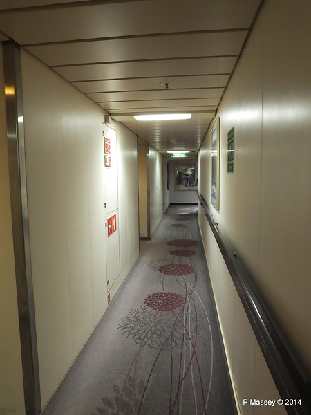 Orion Deck 5 Hallway Port Looking fwd ARTANIA PDM 15-12-2014 08-53-21