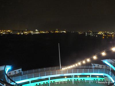 Stern Tiers at Night Rotterdam ARTANIA PDM 14-12-2014 20-58-25