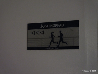Jogging track Fwd Promenade Night ARTANIA PDM 16-12-2014 05-57-04