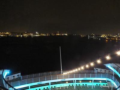 Stern Tiers at Night Rotterdam ARTANIA PDM 14-12-2014 20-58-24