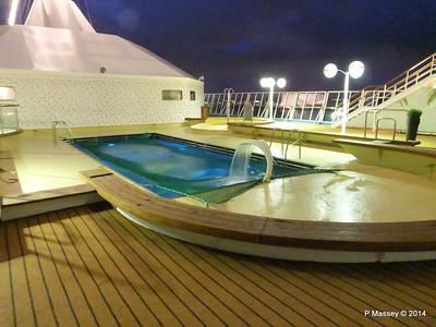 Artania Pool Sonnen Deck 9 fwd night PDM 15-12-2014 16-25-24