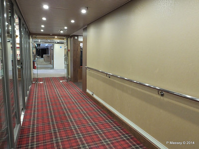 mv FUNCHAL Hallway outside Shop Porto Bar to Ilha Verde Lounge PDM 29-04-2014 18-06-01