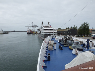 L'AUSTRAL over mv FUNCHAL Bow Leixoes PDM 29-04-2014 13-16-50