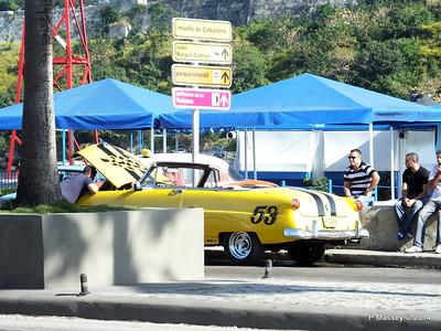 Cars along Avenida del Puerto Havana 03-02-2014 09-52-009