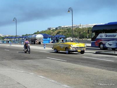 Cars along Avenida del Puerto Havana 03-02-2014 09-49-035