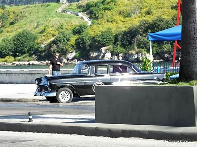 Cars along Avenida del Puerto Havana 03-02-2014 09-53-034