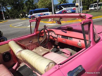 Pink Ford Nacional de Cuba 10-02-2014 13-53-11