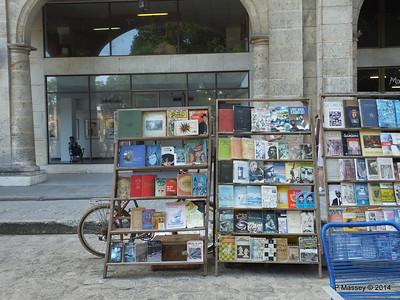 Book Market Plaza de Armas Havana 10-02-2014 11-27-37