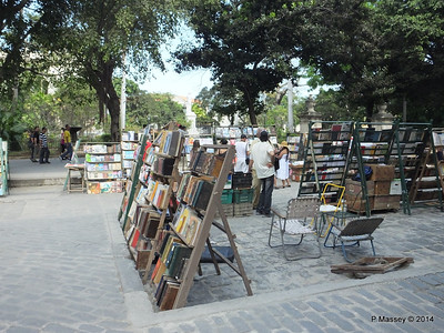 Book Market Plaza de Armas Havana 10-02-2014 11-23-18