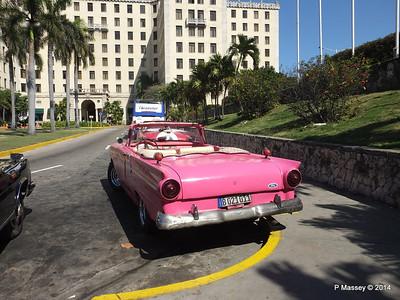 Pink Ford Nacional de Cuba 10-02-2014 13-52-56