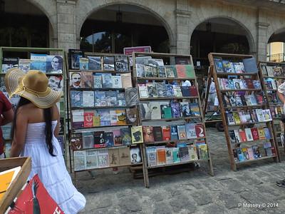 Book Market Plaza de Armas Havana 10-02-2014 11-26-46