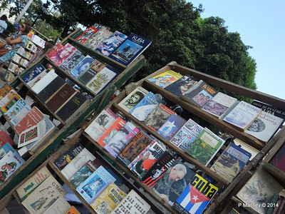 Book Market Plaza de Armas Havana 10-02-2014 11-23-27