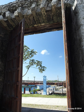 Railway Depot through the Old Town Wall Havana 02-02-2014 10-21-58