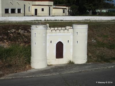 Mini Drawbridge Fort Che Geuvara House Havana 02-02-2014 09-25-52