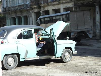 Along Avenida de Belgica Egido Havana 31-01-2014 10-28-43