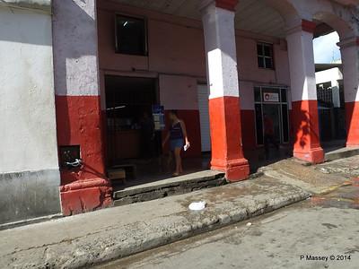Along Avenida de Belgica Egido Havana 31-01-2014 10-26-37
