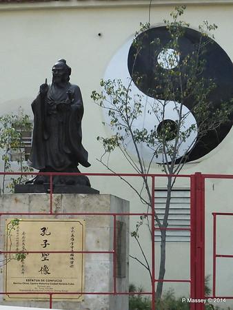 Statue of Confucius Shanghai Park Havana 31-01-2014 10-42-43
