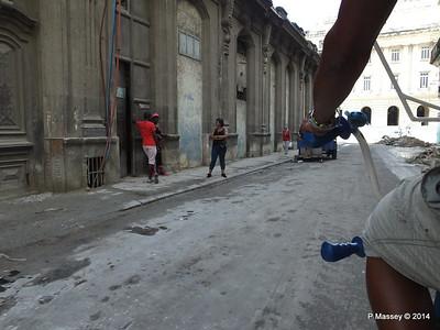 Rubbish Along Barcelona Amstad y Industria 31-01-2014 12-30-16
