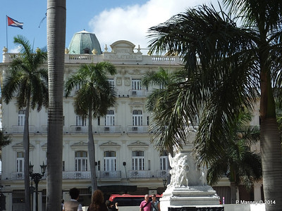 Hotel Inglaterra José Marti Statue Parque Central 31-01-2014 12-38-09