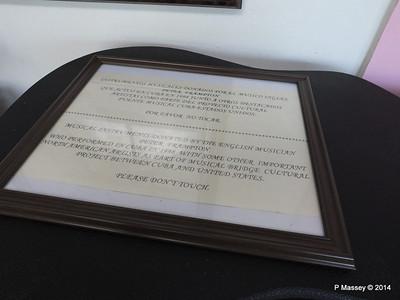 Peter Frampton donated Instruments Nacional de Cuba 02-02-2014 12-29-14